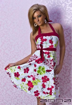 Sommerliches Kleid in rot/weiß