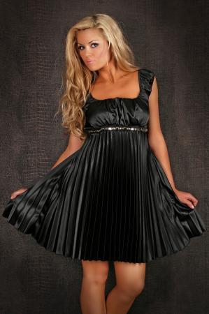 Plissee-Kleid in schwarz
