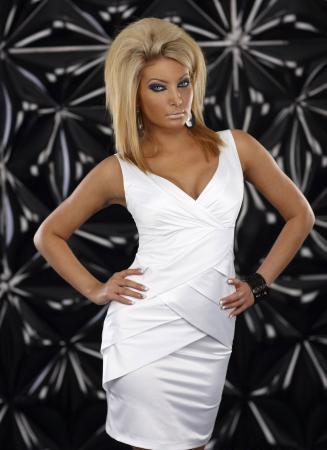 Minikleid aus Stretch-Satin weiß