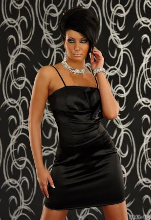 Minikleid aus Satin-Stretch in schwarz