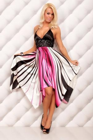 Kleid mit grafischen Streifen-Muster pink